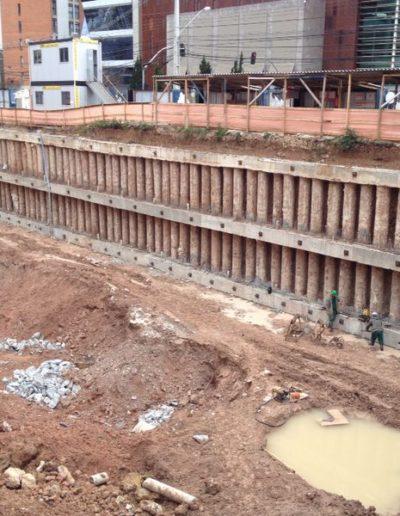 Contenção estacas escavadas atirantadas